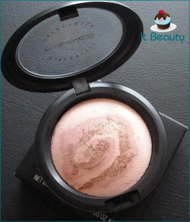 MAC Mineralize Skinfinish Light Year Heavenly Creatures