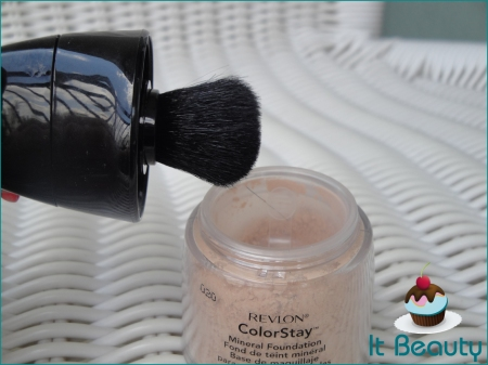 Revlon Colorstay Mineral Foundation Brush base em pó