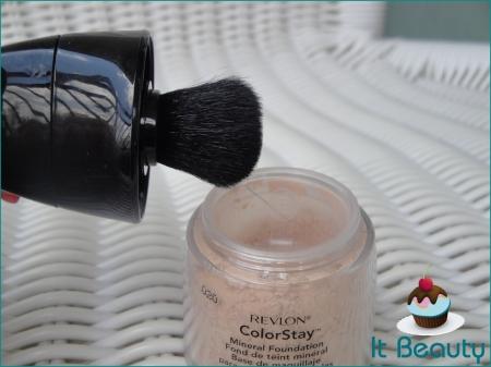 Revlon Colorstay Mineral Foundation Brush base em pó