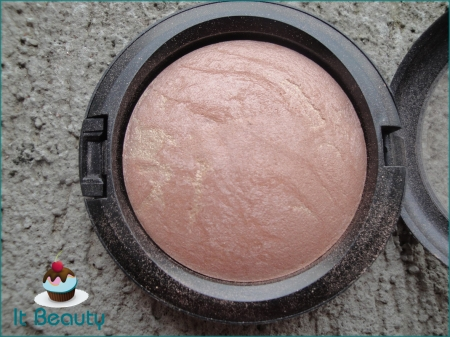 MAC Mineralize skinfinish Powder by Candlelight