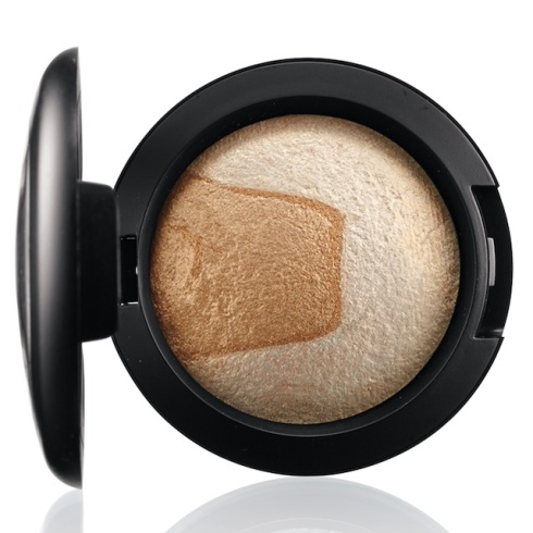 mac-divine-night-Mineralize Eye Shadow in Captivating