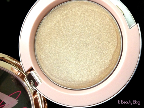 Riri hearts MAC Cream Colour Base detalhe
