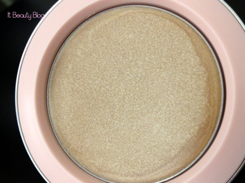 Riri hearts MAC Cream Colour Base