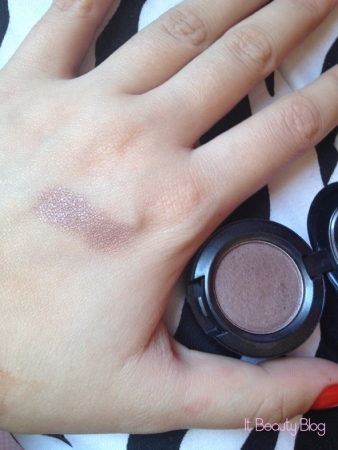 MAC eyeshadow satin taupe swatch